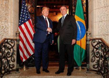 (Mar a Lago - Flórida, 07/03/2020) Presidente da República Jair Bolsonaro acompanhado  do Senhor Presidente dos Estados Unidos Donald Trump, posam para fotografia..Foto: Alan Santos/PR
