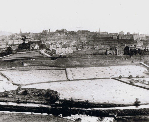 View across Colne Valley from 1910, in black and white, with very few trees.