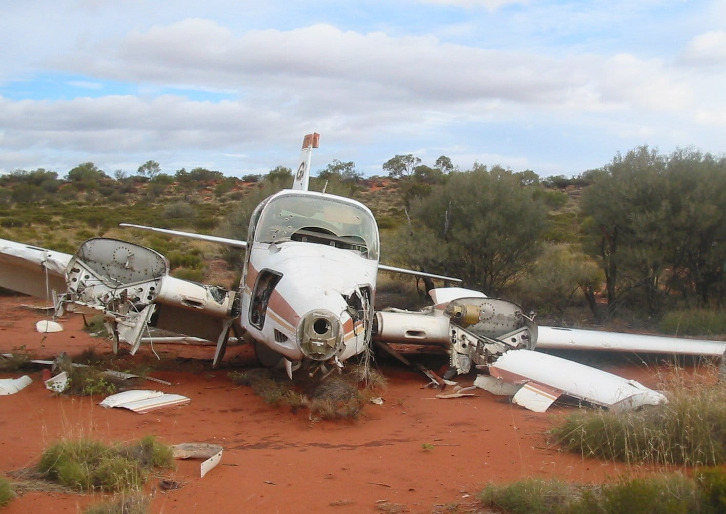 Plane that's crashed to the ground. Anne Beadell Hwy plane wreck, 2006