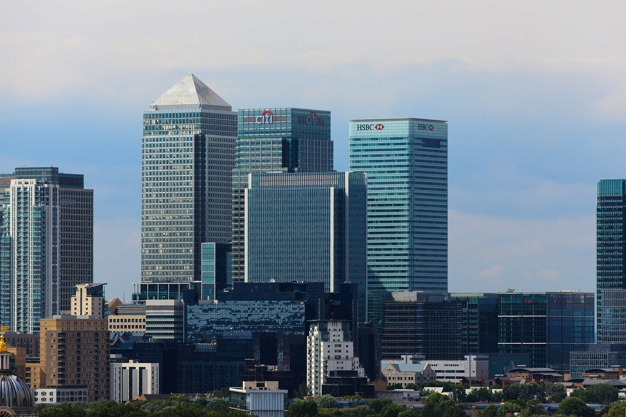 A long distance view of Canary Wharf in London